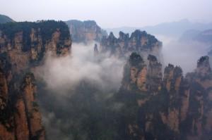 Le parc de Zhangjiajie : les pics rocheux surplombés de coton