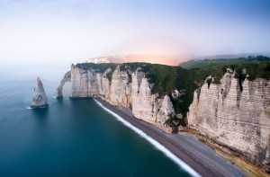 Falaises d'Etretat: vue imprenable sur les côtes normandes