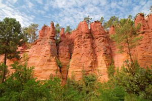 Sentier des Ocres : un phénomène géologique aux couleurs surprenantes