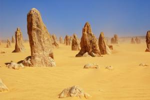 Le désert des Pinnacles : des formes mystérieuses dressées vers le ciel