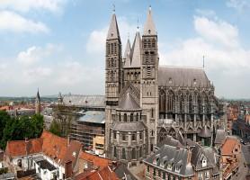 Cathédrale Notre-Dame de Tournai : un édifice religieux impressionnant