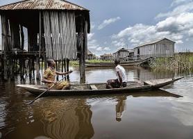 Village lacustre de Ganvié : une agglomération entièrement sur l'eau