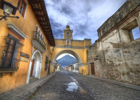Antigua Guatemala: la cité entourée de volcans