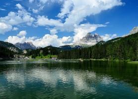 Lac de Misurina: le miroir du ciel bleu italien