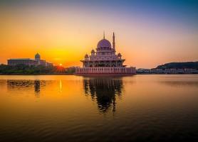 Mosquée de Putrajaya: entre spiritualité et élégance