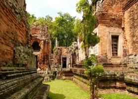 Phnom Chisor: le beau temple cambodgien en ruines