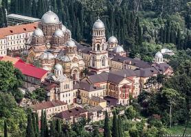 Monastère du Nouvel Athos: une presqu'île sacrée aux traits uniques