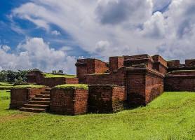 Ruines de Mainimati: complexe majestueux de cinquante temples