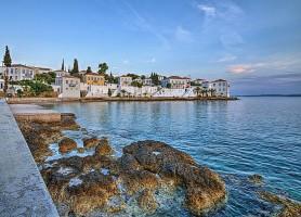 Spetsès: la belle île cosmopolite du golfe Saronique!