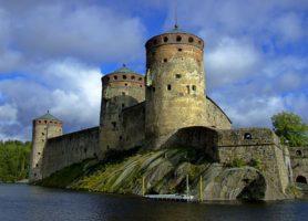 Château d'Olavinlinna: l'impressionnant château fort médiéval!