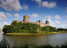 Château de Pembroke: une mystérieuse forteresse nichée sur un rocher