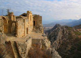 Château de Saint-Hilarion: un prestigieux édifice