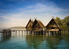 Maisons palafittes: la singulière cité lacustre