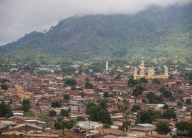 Man : découvrez la ville aux dix-huit montagnes