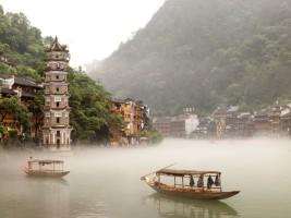 Fenghuang : voyage au cœur de la Chine moyenâgeuse