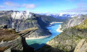 Trolltunga : un tremplin à 700 mètres d'altitude