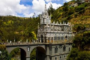 Sanctuaire de Las Lajas : La basilique au-dessus du canyon