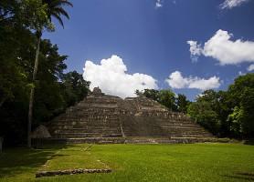 Ruines de Caracol : temples vivants de la civilisation maya
