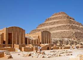 Pyramide de Djéser : un complexe de monuments de 4 000 ans