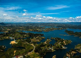 Guatapé : un village haut en couleurs