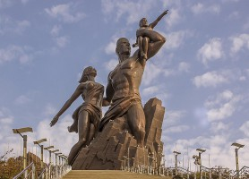 Monument de la Renaissance africaine: un géant de cuivre