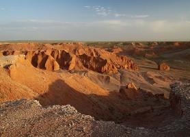 Bayanzag: les plus belles falaises au sable rouge de la Mongolie