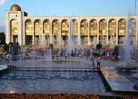 Bichkek : la magnifique ville moderne à la nature fraîche