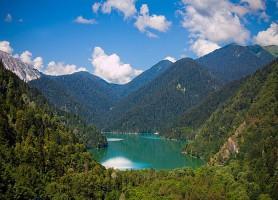 Lac Ritsa: le lit de la vallée du bonheur