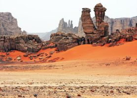 Tassili n'Ajjer: au cœur d'une élégante étendue de sable