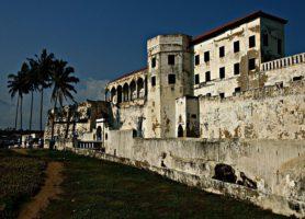 Château d'Elmina: la page dorée d'une histoire sombre